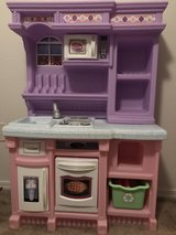 play kitchen for girls in Camp Pendleton, California