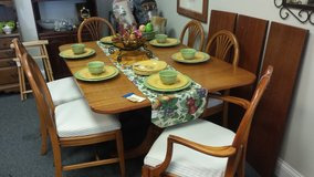 Dining Table and 6 Chairs in Naperville, Illinois