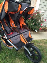 BOB Duallie Double Stroller (LIKE NEW!!) in Naperville, Illinois