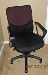 Swivel, Adjustable, Computer/Office Chair in Naperville, Illinois