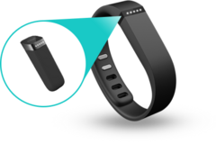 Fitbit Flex tracker with 3 bracelets sport arm band and charger. in Okinawa, Japan