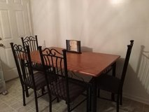 ***TABLE AND CHAIRS FOR SALE*** in Hinesville, Georgia