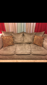Livingroom set - Reduced in Fort Campbell, Kentucky