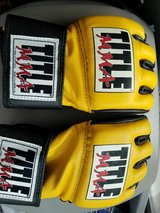 MMA gloves size small in San Ysidro, California