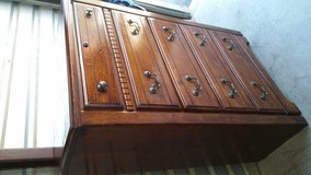 5 drawers chest in good condition wood made in Fort Bliss, Texas