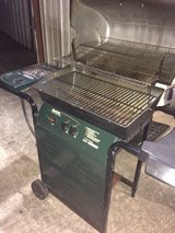 charbroil gas grill like new in Kingwood, Texas