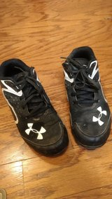 Boy Size 2  Under Armour Baseball Cleats in Fort Campbell, Kentucky