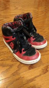 Boys Size 2 DC Shoes in Fort Campbell, Kentucky