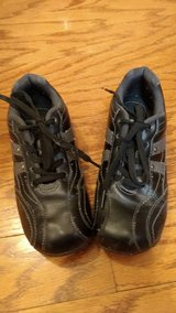 Boys Size 2 Black Casual/Dress shoes in Fort Campbell, Kentucky