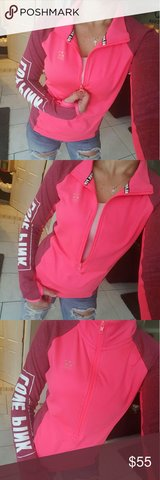 Victoria Secret Pink half zip & matching leggings in St. Charles, Illinois