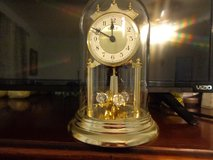 Anniversary clock 30 yrs old works, runs on battery in Kingwood, Texas