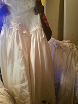 Jr. Wedding dresses for sale if interested please contact me at 4785089907 in Warner Robins, Georgia