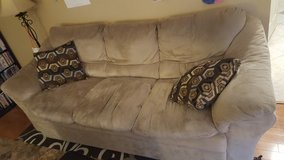 4 piece living room set in Naperville, Illinois
