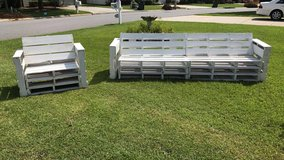 White pallet patio furniture in Warner Robins, Georgia