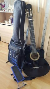 Selling Acoustic/Concert Guitar with Bag, LegStand and guitar strap in Stuttgart, GE