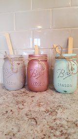 pint sized, chalk painted mason jars in Fort Knox, Kentucky