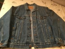 Mens Levis Jacket in Glendale Heights, Illinois