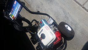 Commercial 2500 PSI Pressure Washer with 6.5hp Honda engine. in Travis AFB, California