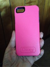 Otterbox symmetry case for IPhone 5 hot pink like new in Hopkinsville, Kentucky