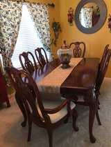 Gorgeous Dining Room Table in Travis AFB, California