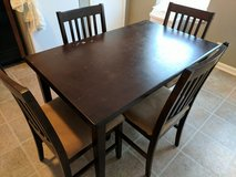 Kitchen table and chairs in Clarksville, Tennessee
