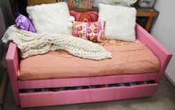 Day bed and trundle. in Naperville, Illinois