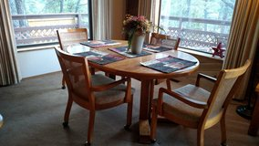Dinning table 4 chairs in Ruidoso, New Mexico