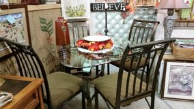 Table & chairs in Fort Campbell, Kentucky