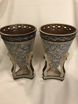 2 pottery vases in Camp Lejeune, North Carolina