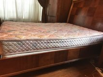 Queen size mattress in Algonquin, Illinois