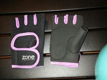 size small women's exercise gloves in Fort Bragg, North Carolina
