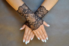 Gloves, necklace & earrings (3 pc set) in Chicago, Illinois