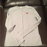 Hollister long sleeved t in Bolingbrook, Illinois