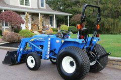 2009 New Holland T1510 4WD tractor w/loader in Fort Rucker, Alabama