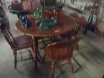 Table and four chairs in DeRidder, Louisiana