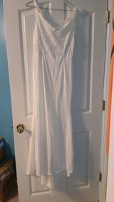 wedding dress size med in Clarksville, Tennessee