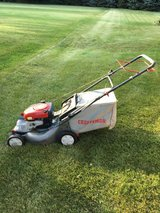 Craftsman self propel drive lawn mower with bag starts right up and ready to work in Sandwich, Illinois
