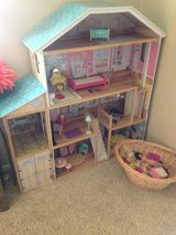 Kidkraft Majestic Mansion doll house + dolls and accessories in Lawton, Oklahoma