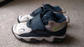 Boy's Youth Nike shoes size 1 in Camp Pendleton, California
