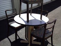 36'' ROUND TABLE W/ 4 CHAIRS in Alamogordo, New Mexico