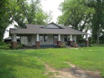 Small Farm house w buildings/barns on 2.15 acres in Glennville in Hinesville, Georgia