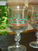9 holly wine glasses in Glendale Heights, Illinois