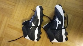 Cleats size 1.5 boy in Wiesbaden, GE