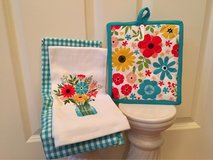 NWT 3 pc. Flower Pot Holder & Towels Linens in Naperville, Illinois