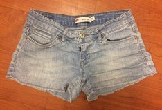 Levi's Shorty Short Denim Shorts, sz 5 in Fort Campbell, Kentucky