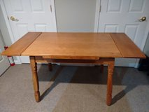 Vintage expandable table in New Lenox, Illinois