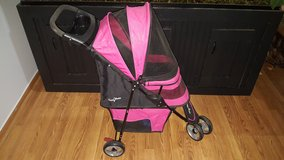 Gen 7 Pets Pet stroller in Shorewood, Illinois