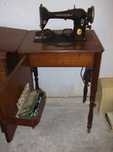 VINTAGE SINGER SEWING MACHINE AND CABINET in Plainfield, Illinois