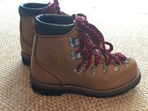 American Hikers Mountain Hiking Boots, Size 5 in Fort Leonard Wood, Missouri