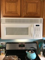 MICROWAVE WHIRLPOOL in St. Charles, Illinois